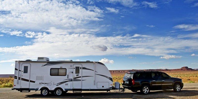 Kako sigurno voziti s priključenom kamp prikolicom?