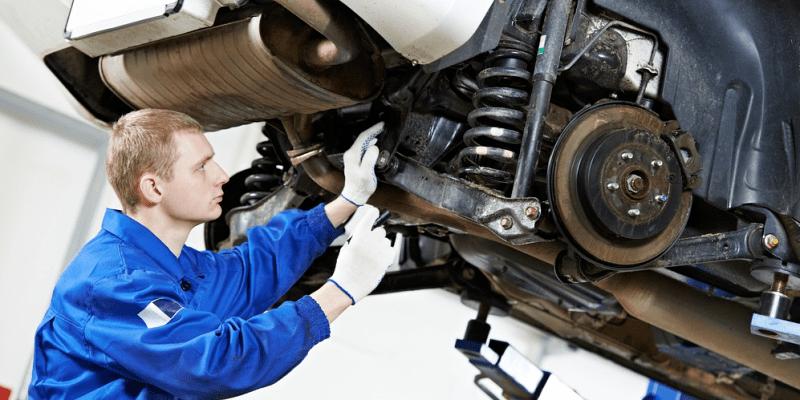 Wie funktioniert die Federung im Auto und wann sollte man die Stoßdämpfer wechseln?