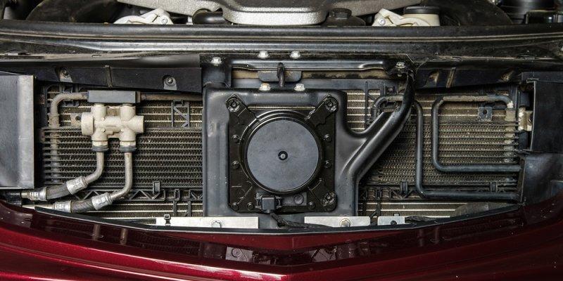 Vrste hladilnikov pod pokrovom motorja vašega jeklenega konjička