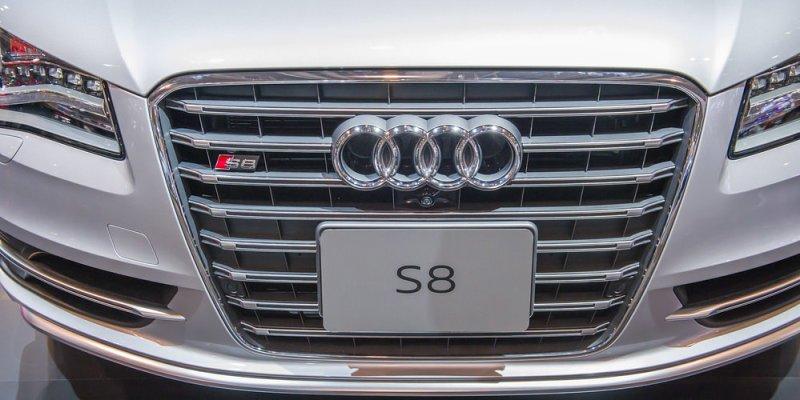 Kaj označujeta čarobni oznaki S in RS pri vozilih Audi