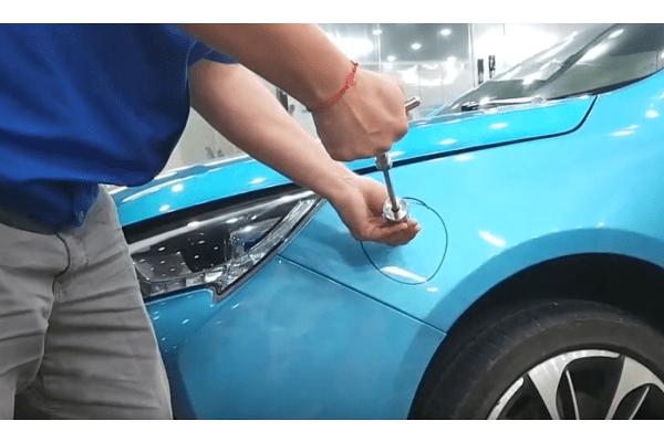 Set orodja za popravilo udrtin na avto karoseriji